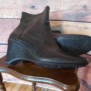 Rockport ankle heeled boots size 9M